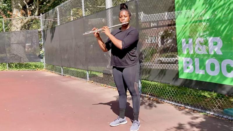 Tennis court flutist
